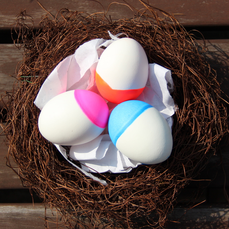 Osternest mit Neoneiern - easter nest with neon eggs
