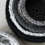 Häkelkörbe in grau - crocheted baskets in grey