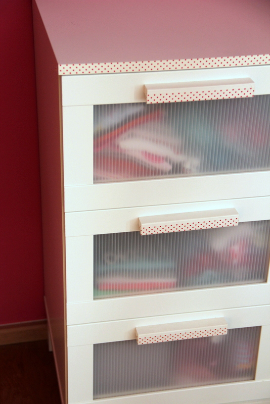 ikea hacker kommode schnell gemacht mit masking tape. Black Bedroom Furniture Sets. Home Design Ideas